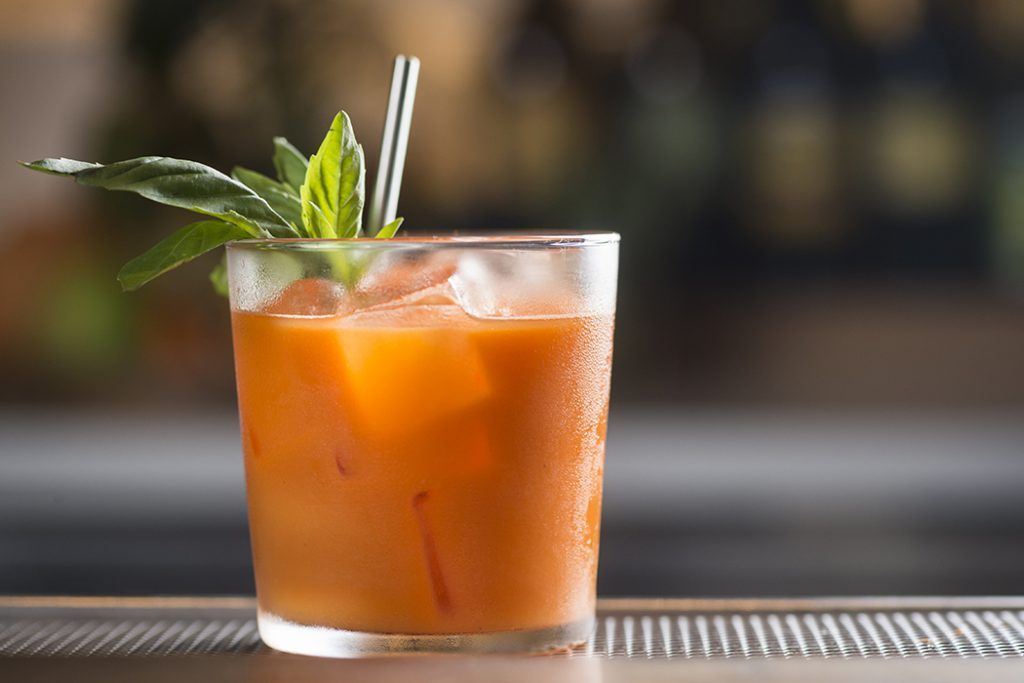 carrot and clementine juice mocktail